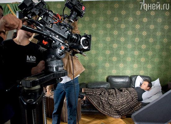 В фильме будет много романов знаменитого поэта. Андрей Чернышов репетирует эпизод «страданий из-за неразделенной любви»