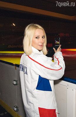 Лера Кудрявцева на ледовом шоу с участием Марины Анисиной и Гвендаля Пейзера в Лионе