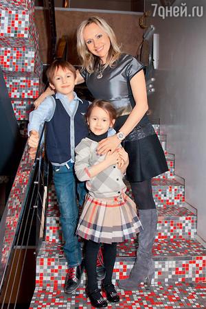 Мария Бутырская с сыном Владиславом и дочерью Александрой