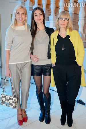 Алена Свиридова, Вера Глаголева с дочерью Анастасией на показе модной коллекции «DIEGO M»