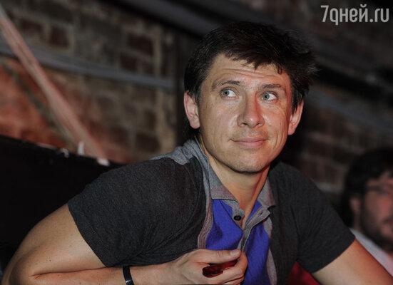 В эпизодической роли «Страны в Shope» появился Тимур Батрутдинов