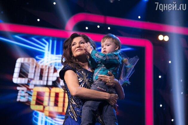 Эвелина Блёданс с сыном