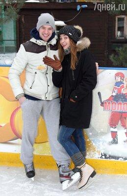 Актеры сериала «Молодёжка» Александр Соколовский и Юлия Маргулис