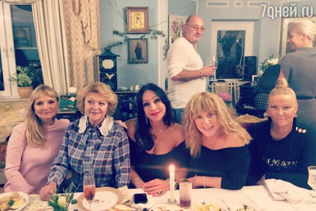 Алла Пугачева с подругами