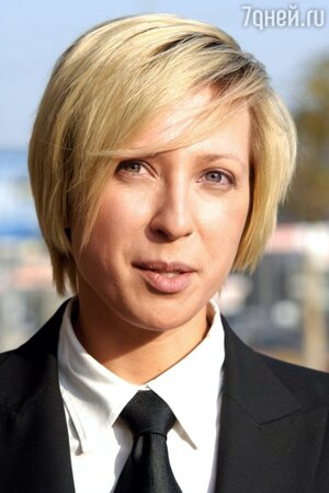В 2005 году Яна Чурикова стала хозяйкой и председателем «Клуба ценителей тонких вин», который открылся в одном из винных бутиков Москвы
