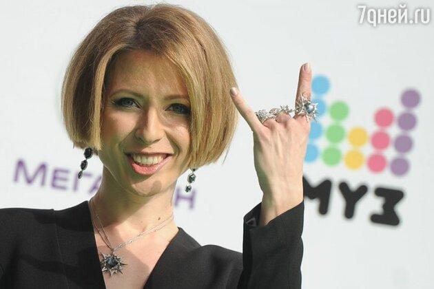 В 2013 году Яна Чурикова стала ведущей церемонии вручения музыкальных премий телеканала  «Муз-тв»