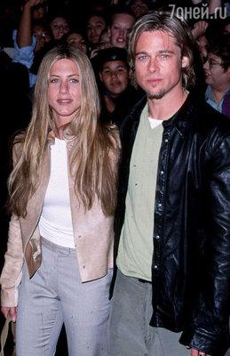 Дженнифер Энистон с бывшим мужем Брэдом Питтом. 2004 год