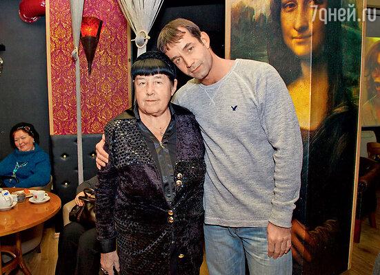 С мамой Ноэми Семеновной Роберт