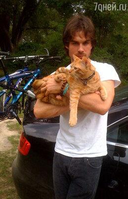 Иэн Сомерхолдер с котом Моуком