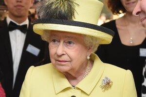 Королева Елизавета сдает свои позиции