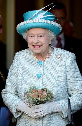 Королева-мать и в 75 лет оставалась настоящей женщиной