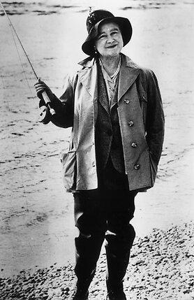 Елизавета обожала прогулки и рыбную ловлю. 1922 г.