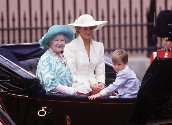 Королева-мать очень любила принцессу Диану, до тех пор пока в семье Чарльза не начались ссоры