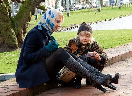 Ульяна — моя первая любовь в жизни. До этого, выходит, я никого и не любила... (Рената с дочерью Ульяной. Роттердам, 2008 г.)