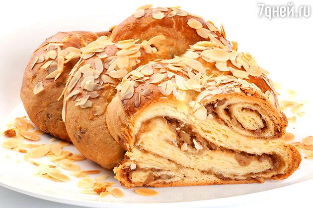 Медово-миндальный пирог: рецепт от бренд-шефа Дмитрия Снурницина