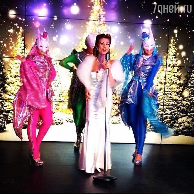 Кадр из клипа Юлии Беретты «С Новым годом, друзья!»