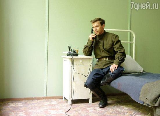 Павел Деревянко на съемках сериала «Черные кошки»