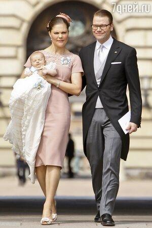Принцесса Виктория и приц Даниэль с дочерью