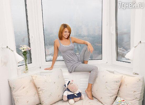 Марина всю жизнь мечтала жить высоко над землей итеперь ее мечта сбылась. Квартира певицы находится на 25-м этаже