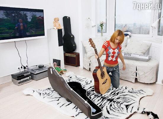 «Я до сих пор горжусь своей гитарой — одной из первых самостоятельных покупок»