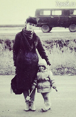 Алена Водонаева с мамой, 1985 год