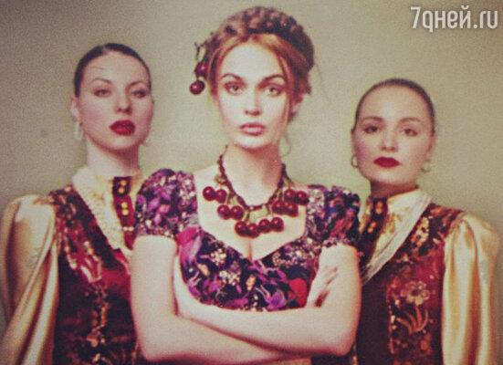 Эта фотография висит в квартире одной из подруг Водонаевой - Ольги Потаповой