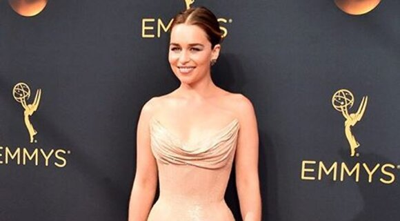 Звезда телесериала «Игра престолов» Эмилия Кларк и другие гости церемонии EMMY