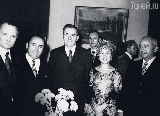 В Египте на приеме впосольстве. С мужем Вилли Вартановичем (второй слева) и министром иностранных дел А.Громыко. 70-е гг.