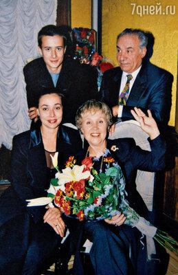 С мужем, его дочерью Кариной и внуком Вилли. 2005 г.