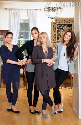 Вера Глаголева с дочерьми Анной, Настей и Машей