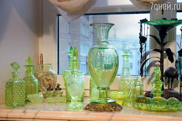 Стариная посуда из уранового стекла из коллекции Людмилы Гурченко