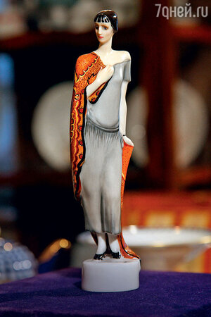 Фарфоровая статуэтка Анны Ахматовой из коллецкии Людмилы Гурченко