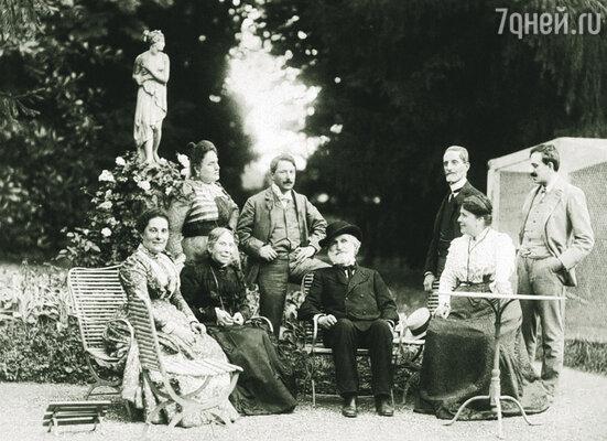 Джузеппе Верди в окружении своих друзей и родни, 1898 г.