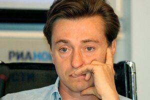 Сергей Безруков вынужден расстаться с женой