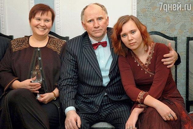 Валерий Баринов с женой Леной и дочерью