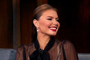 Алина Кабаева пришла в гости к Урганту в прозрачной блузке