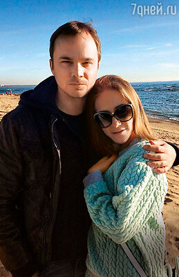 Андрей Чадов и Юлия Барановская на берегу Финского залива. 2013 год