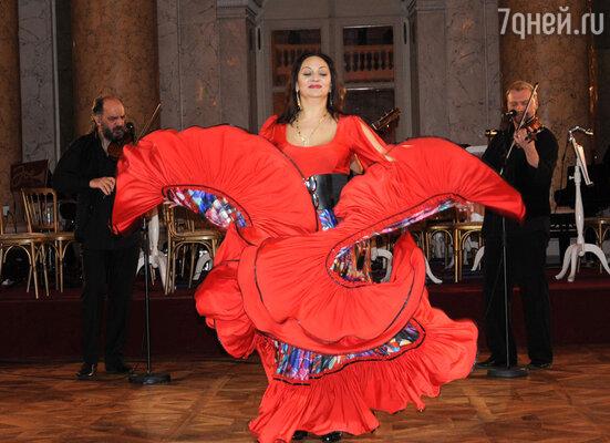 Цыганское трио «Лойко» и танцовщица Любовь Эрденко