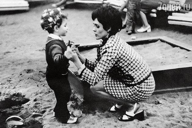 Алена Хмельницкая с мамой