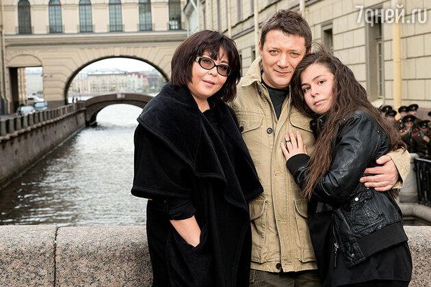 Ян Цапник c женой и дочерью