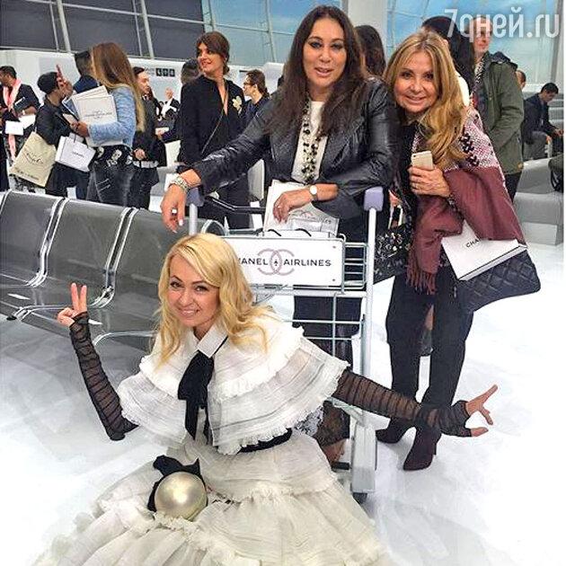 Алла Вербер и Яна Рудковская на показе Chanel