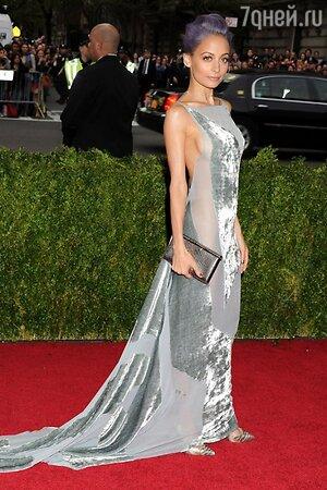 Николь Ричи в платье от Donna Karan
