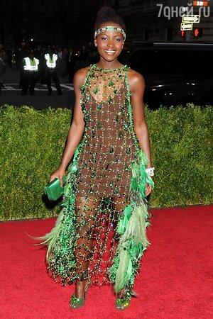 Люпита Ньонго в платье-сетке от Prada