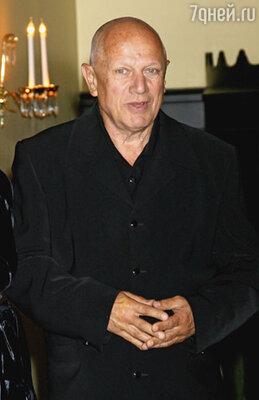 Джерарду Батлеру помогла пробиться наглость: он оторвал от утреннего кофе режиссера Стивена Беркоффа (на фото)