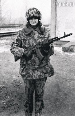 Будущая «Мисс Вселенная»— курсант школы милиции. Псков, 1996 год