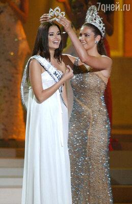 Оксана Федорова побеждает на конкурсе «Мисс Вселенная». Пуэрто-Рико, 2002 год