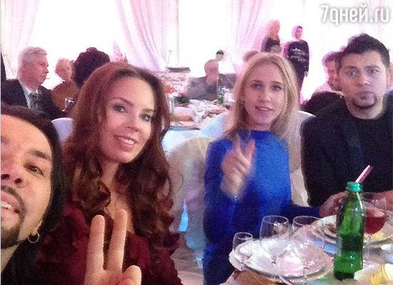 Денис Клявер с женой и Юля Ковальчук с бойфрендом Алексеем Чумаковым