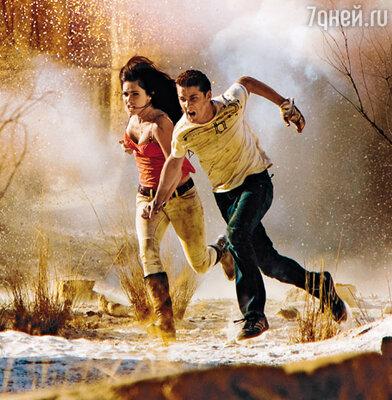 Актеры Шайа Ла Баф и Меган Фокс, исполняющие главные роли в блокбастере «Трансформеры», на съемках его долгожданного сиквела в Египте. Октябрь 2008 г.