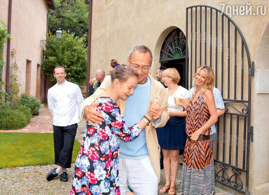 «В августе мы отмечаем сразу два дня рождения — мой и мужа. Собираем гостей — все пляшут, поют, веселятся, ипраздник может длиться неделю»