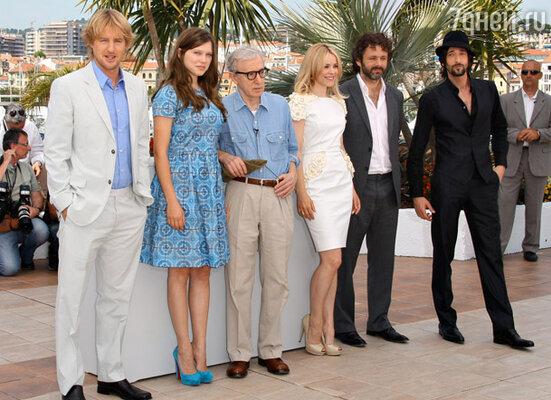Режиссер Вуди Аллен (в центре) и команда фильма-открытия фестиваля «Полночь в Париже»